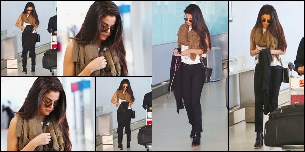 07/09/14 - Selena Gomez a été photographiée, pendant, qu'elle arrivait à l'aéroport de Toronto, au Canada.A peine arrivée que la voilà déjà repartie ! Cette fois-ci c'est sans son boyfriend que la belle a été photographiée... Concernant la tenue c'est un top !