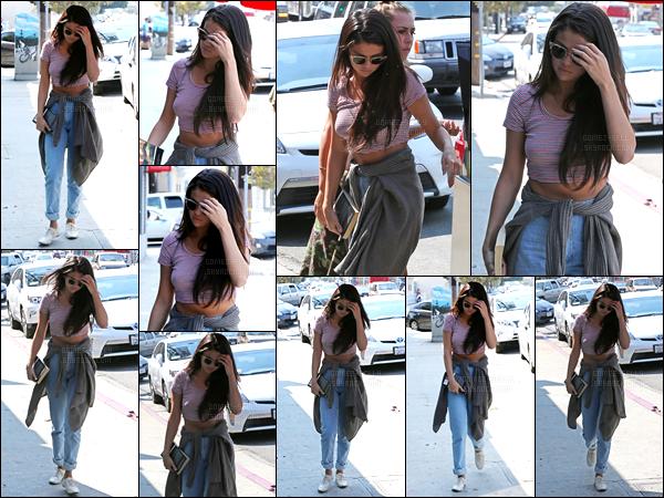 12/09/14 - Selena Gomez a été photographiée, se rendant à un studio d'enregistrement, dans Los Angeles.Selena nous préparerait-elle un nouveau projet ? J'ai hâte de découvrir ça en tout cas.. Concernant sa tenue, j'aime beaucoup le style c'est un top !