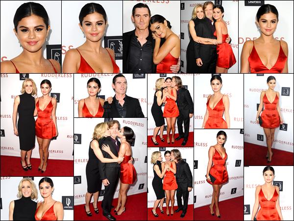 07/10/14 - Selena Gomez était présente à l'avant-première de son film  Rudderless, étant dans Los Angeles.La belle actrice a posée avec le cast du film sur le red carpet. Concernant sa tenue, je ne suis pas du tout fan, c'est trop court, pas très jolie, un flop.