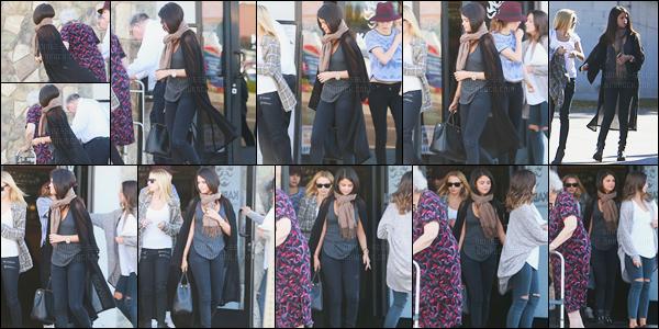 02.11.14 ─ Selena Gomez a été photographiée pendant qu'elle quittait un starbucks, étant, dans Los Angeles, CA.Accompagnée d'une amie, la belle a ensuite été photographiée alors qu'elle quittait le restaurant Japonais « Kabuki ». Concernant sa tenue c'est top !