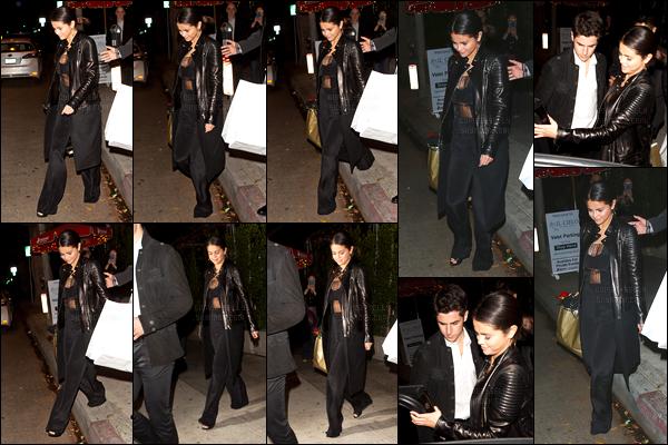 15.11.14 ─ Selena Gomez a été photographiée, alors, qu'elle quittait le restaurant Il Cielo étant dans Beverly Hills.Selena G. été accompagnée de son ami, David Henri, son ex co-star dans les Sorciers de Waverly Place... Concernant sa tenue c'est un top de ma part !