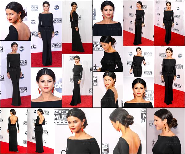 23.11.14 ─ Selena Gomez était présente lors de la cérémonie de American Music Awards étant dans Los Angeles.C'est aux côtés de sa meilleure amie que Selena G était assise ce soir là. Selena a ainsi performer The Heart Wants What It Wants pour la première fois..
