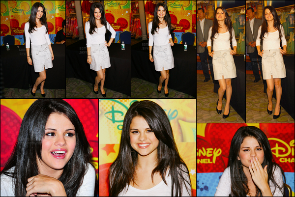 06.09.08 ─ Selena Gomez était présente au lancement de « Les Sorciers De Waverly Place » étant à Los Angeles.Selena Gomez était en compagnie de ses co-stars de la sitcom de Disney Channel. Concernant sa tenue, j'aime beaucoup, c'est un top de ma part !