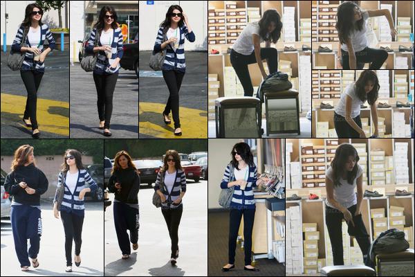 21.09.08 ─ Selena Gomez a été photographiée, pendant, qu'elle faisait du shopping étant dans Los Angeles, CA.C'est encore une fois accompagnée de sa maman qui elle était habillée d'un flop total que nous la retrouvons... Quant à sa tenue, c'est donc un top !