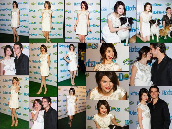 15.01.09 ─ Selena Gomez était présente lors de l'avant-première de «Hotel for dogs» étant dans Los Angeles, CA.Selena a posée avec plusieurs célébrités dont des chiens.. Concernant sa tenue, j'ai un gros coup de coeur pour sa robe, c'est un gros top pour moi !