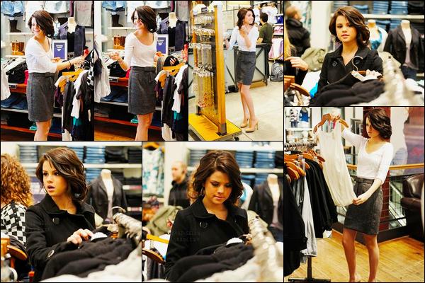 29.09.08 ─ Selena Gomez a été aperçue alors qu'elle quittait les studios de The Today Show dans Hollywood, CAUn peu plus tard dans la journée, Selena a été photographiée alors qu'elle faisait du shopping toujours à Hollywood. Concernant sa tenue est un top !