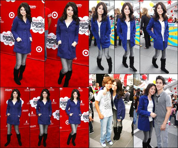 04.10.08 ─ Selena Gomez était présente lors de l'événement Variety Power of Youth, étant dans Los Angeles, CA.Selena Gomez été accompagnée de Jake Austin son co-star dans Les sorciers de waverly place. Concernant sa tenue, c'est un top de ma part, simple.