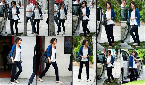 03.06.09 ─ Selena Gomez a été photographiée, alors, qu'elle quittait le restaurant Matsuhisa, dans Los Angeles.Selena été accompagnée de son beau-père, Bryan et de sa mère, Mandy. Concernant sa tenue, c'est du déjà vue, mais c'est quand même un top !