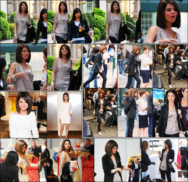 16.06.09 ─ Selena Gomez a été photographiée alors qu'elle quittait son hôtel, qui se situais dans New-York City.Un peu plus tard dans la journée, Selena G a été photographiée dans une boutique puis la quittant. Puis arrivant au Live Regis&Kelly. Journée promo.