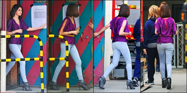 20.06.09 ─ Selena Gomez a été photographiée, alors, qu'elle était le set de « WOWP : le film » dans Los Angeles.Finis les vacances, Selena G a repris le tourne de WOWP. Concernant sa tenue, c'est un très gros top de ma part personnellement, et vous, vos avis ?