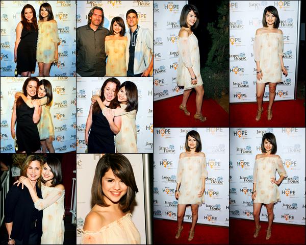 28.06.09 ─ Selena Gomez était présente lors de l'événement « The Raise Hope for The congo » dans Hollywood.Selena été accompagnée du cast de WOWP ainsi que de sa maman. Concernant sa tenue, c'est tout léger, tout simple. Mais c'est un top pour moi...