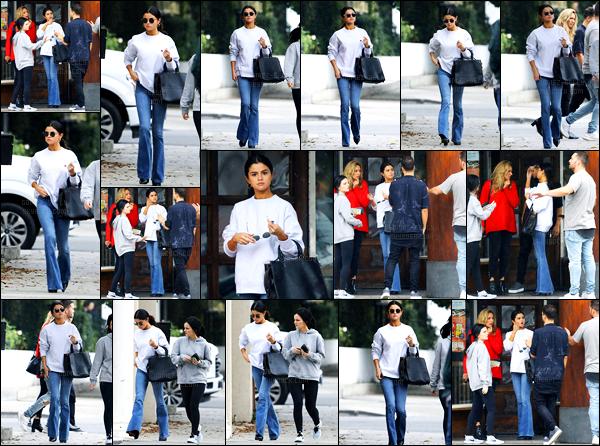 10.02.2017 ─ Selena Gomez a été photographiée, alors, qu'elle quittait le restaurant Gyu-Kaku, étant à Torrance.Selena Gomez est donc de retour en Californie. Selena été accompagnée de son amie, Ashley Cook. Concernant sa tenue, c'est un beau top pour moi.