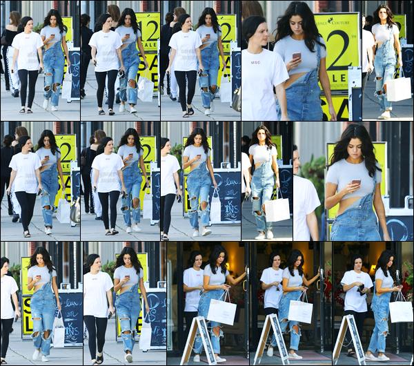 11.02.2017 ─ Selena Gomez a été photographiée alors qu'elle quittait « Sara's Lingerie », étant dans Los Angeles.Selena été accompagnée de son amie de longue date, Ashley Cook. Concernant sa tenue, c'est un gros coup de coeur de ma part, j'adore totalement !