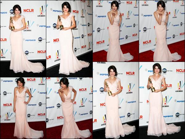 17.09.09 ─ Selena Gomez était présente, lors de la cérémonie des « Alma Awards », étant, dans Los Angeles, CA.Selena G. était donc présente à la cérémonie où elle a gagnait l'award de la meilleure actrice de série télévisée de l'année. Sa tenue est gros un top !