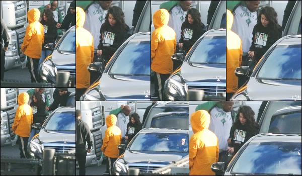 27.02.2017 ─ Selena Gomez a été photographiée, alors, qu'elle se promenait, avec Abel, étant, dans Amsterdam.Selena Gomez s'était donc envolée non pas pour Londres ou Paris, mais pour rejoindre son chéri, The Weeknd, à Amsterdam qui est au Pays-Bas. Top