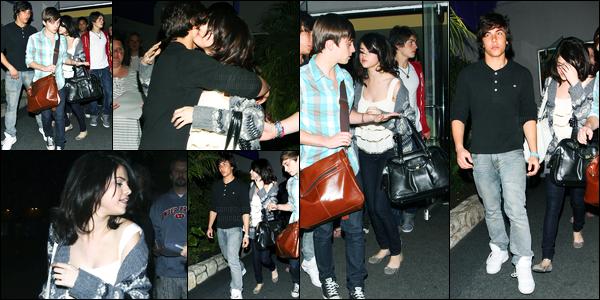 16.03.10 ─ Selena Gomez a été photographiée, pendant, qu'elle quittait le bowling, étant, dans Los Angeles, CA.La belle été accompagnée de son ami (ou petit ami) Cameron Quiseng. Concernant sa  tenue, c'est plutôt jolie de ma part ça sera top. Et vous, avis ?