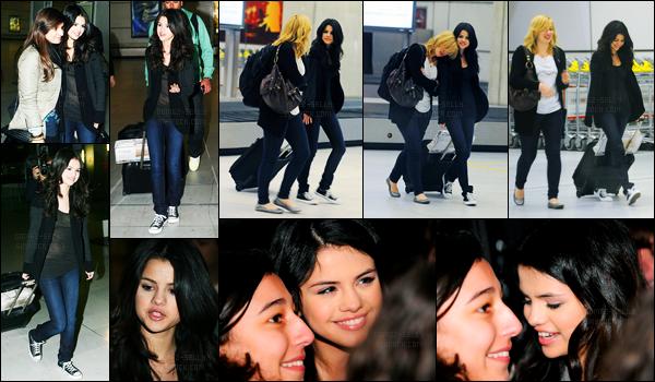 30.03.10 ─ Selena Gomez a été photographiée pendant qu'elle arrivait à Charles de Gaulle, dans Paris en France.La belle brunette continue donc sa promotion... Et c'est cette fois dans la capitale de l'amour ! Concernant sa tenue, c'est un petit top pour ma part !