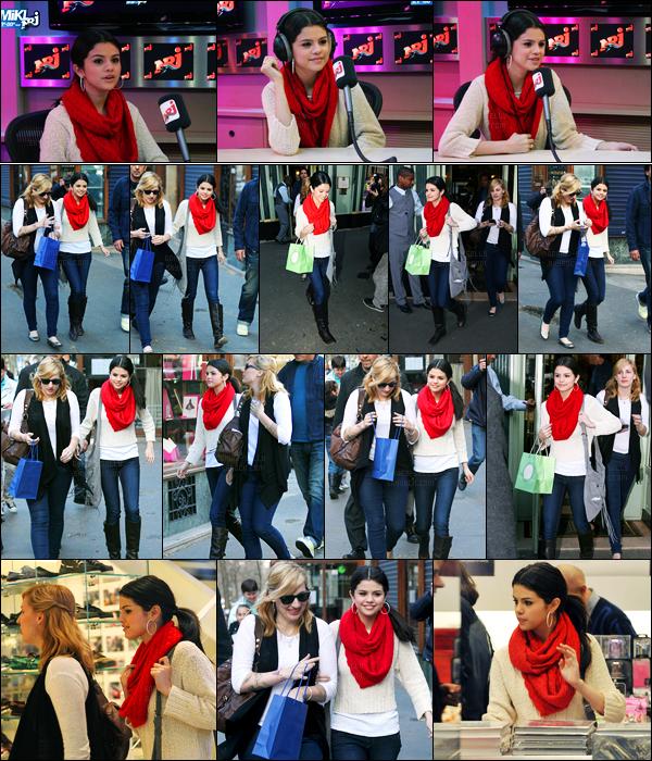 30.03.10 ─ Selena Gomez a été photographiée pendant qu'elle faisait du shopping, étant, dans Paris en France.La belle brunette a pris un peu de bon temps avant de se rendre à la radio de NRJ avec Mikl... Concernant sa tenue, c'est un beau top de ma part !