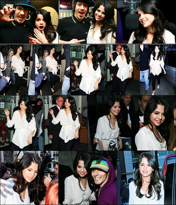 11.04.10 ─ Selena Gomez a été photographiée pendant qu'elle arrivait à BBC Radio 1, étant, dans Londres, en UK.Selena G continue la promo à travers Londres et cette fois encore dans une radio. Concernant sa tenue, c'est un beau top de ma part perso. Et vous ?