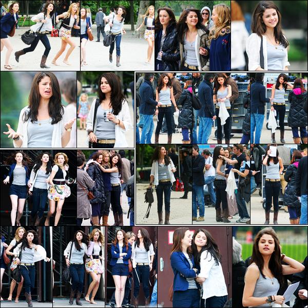 21.06.10 ─ Selena Gomez a été photographiée, alors, qu'elle était sur le set de Monte-Carlo dans Paris en France.Selena continue le tournage de son film en compagnie des filles, et elles sont désormais à Paris ! Concernant sa tenue, un beau top, j'aime beaucoup.