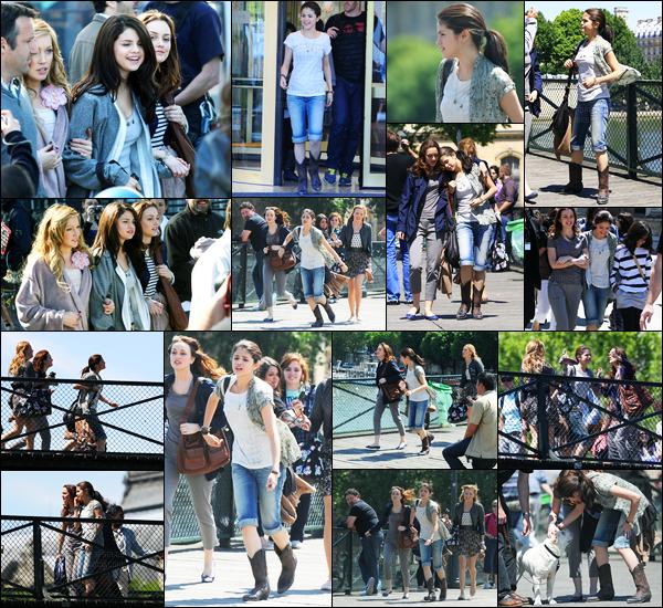 22.06.10 ─ Selena Gomez a été photographiée alors qu'elle était sur le set de Monte-Carlo, dans Paris en France.C'est sous un beau soleil Parisien, les filles continuaient le tournage du film à Paris. Concernant sa tenue, je ne suis pas trop fan du pantacourt perso.