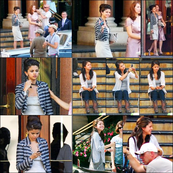 01.07.10 ─ Selena Gomez a été photographiée pendant qu'elle était sur le set de Monte-Carlo dans Monte-Carlo.Et c'était le dernier jour de tournage pour la belle ! Elle était très élégante dans la robe je trouve ! La veille elle a aussi tournée une dernière scène...