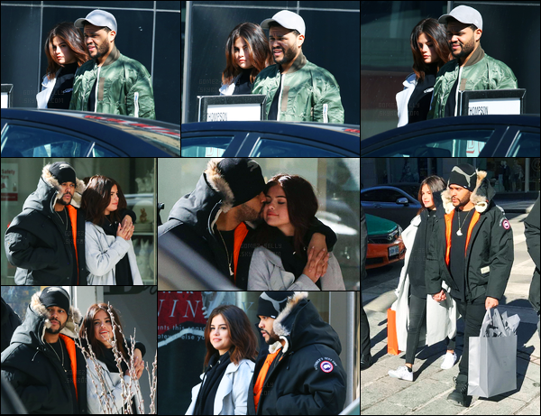 16.03.2017 ─ Selena Gomez a été photographiée, alors, qu'elle se  promenait, dans les rues à Toronto au Canada.Selena a l'air réellement heureuse et ça fais plaisir à voir, même si la relation ne plait pas à tout le monde, on ne peut pas le nier. Sa tenue est bof !