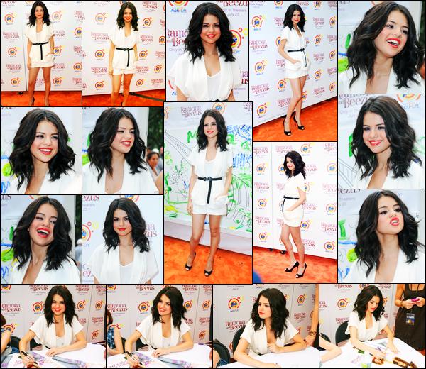 20.07.10 ─ Selena Gomez était présente lors de l'avant-première de «Ramona And Beezus», dans New-York City.C'est en compagnie de tout le cast que la belle S. était présente lors de l'événement... Concernant sa tenue, c'est un beau top, de ma part, et vous ?