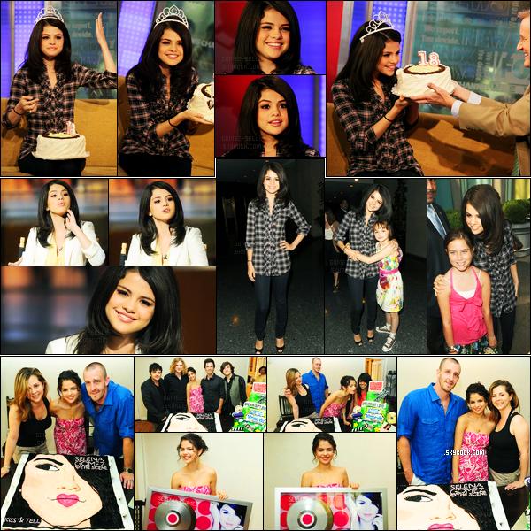 22.07.10 ─ Selena Gomez était présente lors de l'émission « Fox and Friends », dans la ville dans New-York City.Selena s'est également rendue à d'autres émissions tels que Good Day New York, et Today Show et elle a également célébrer son 18e anniversaire !