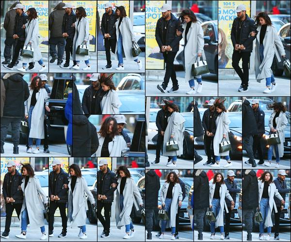 16.03.2017 ─ Selena Gomez a été photographiée, alors, qu'elle arrivait à un restaurant, dans Toronto au Canada.Selena a été déjeuner avec son chéri au Blowfish Restaurant. Concernant sa tenue, c'est un beau top de ma part, personnellement. Et vous, vos avis ?
