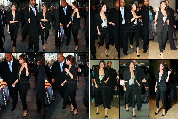 16.03.2011 ─ Selena Gomez a été photographiée, pendant, qu'elle quittait son hôtel, se situant, à New-York City.Selena Gomez a ensuite été photographiée arrivant aux studios MTV à New-York. Concernant sa tenue, c'est un top de ma part et vous dites vos avis ?