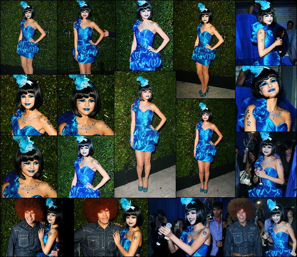 26.03.2011 ─ Selena Gomez était présente lors de la soirée, pour l'anniversaire de Perez Hilton, dans Hollywood.C'est toute vêtue de la tête au pied de la couleur bleu que la belle a participé à la soirée ! Concernant sa tenue, pour ma part, c'est un gros top. Avis ?