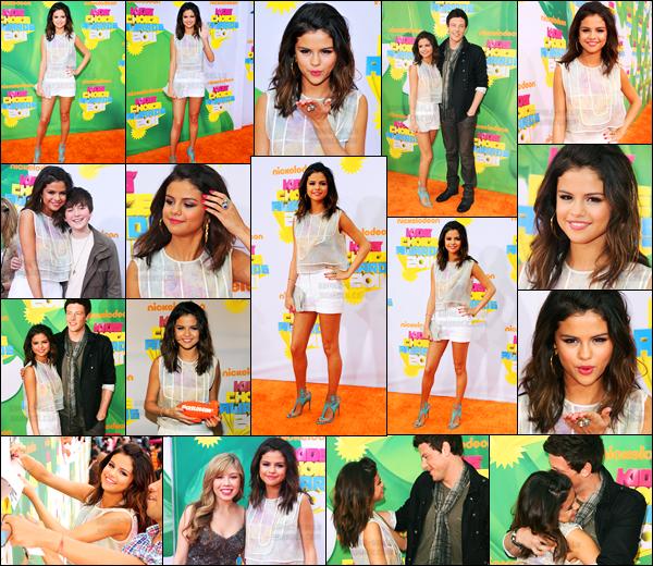 04.04.2011 ─ Selena Gomez était présente lors de la cérémonie des « Kids Choice Awards », étant à Los Angeles.Selena a remportée l'awards de l'actrice de télévision préférée grâce aux sorciers de Waverly Place.. Concernant sa tenue, c'est un gros top pour moi !