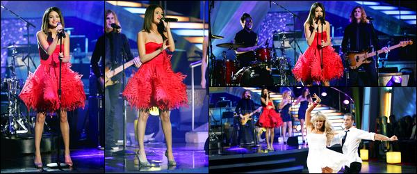 05.04.2011 ─ Selena Gomez était présente sur le plateau de l'émission « Dancing with the stars », à Los Angeles.Un peu plus tôt, la belle a été photographiée sur le tournage de l'émission. Elle a performer son single Who Says lors de l'émission. Sa tenue est top.