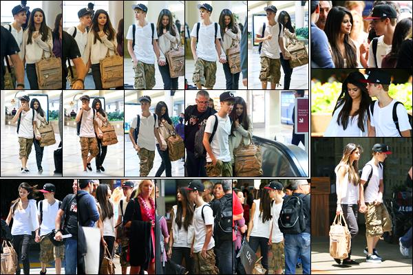 23.05.2011 ─ Selena Gomez a été photographiée alors qu'elle arrivait à l'aéroport de LAX étant dans Los Angeles.Un peu plus tard, les deux amoureux ont été photographiée arrivant à l'aéroport de Maui qui se situe dans Hawaï. Concernant sa tenue, c'est un top !