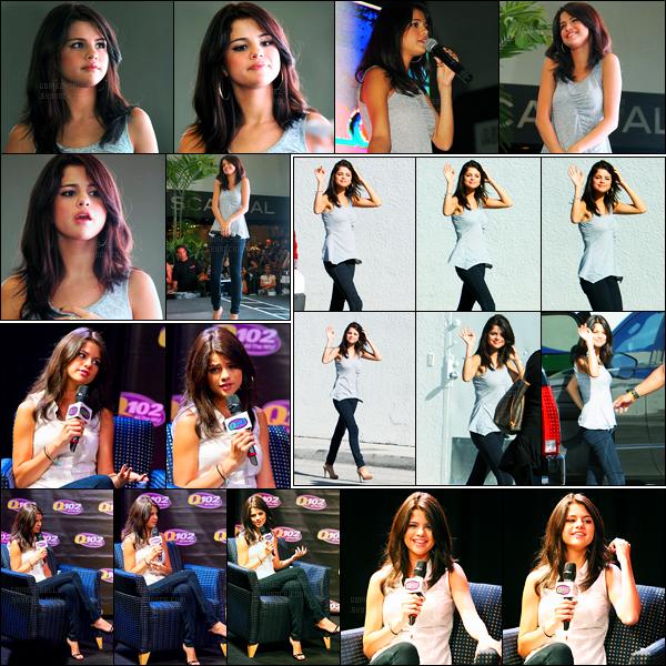 21.06.2011 ─ Selena Gomez était présente, lors, du « Monte Carlo Mall Tour », qui se déroulait, à Miami, Floride.La belle s'est également rendue à la radio Q102 puis a été photographiée à l'aéroport de Miami. Concernant sa tenue, c'est un beau top de ma part !