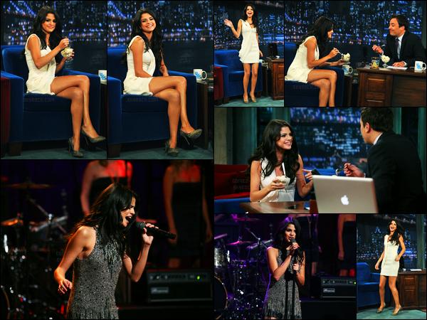23.06.2011 ─ Selena Gomez était présente lors de l'avant-première du film « Monte Carlo », dans New-York City.Un peu plus tôt, la belle s'est rendue à l'émission de Jimmy Fallon... Concernant ces deux tenues, c'est deux très beau top de ma part. Et vous, avis ?