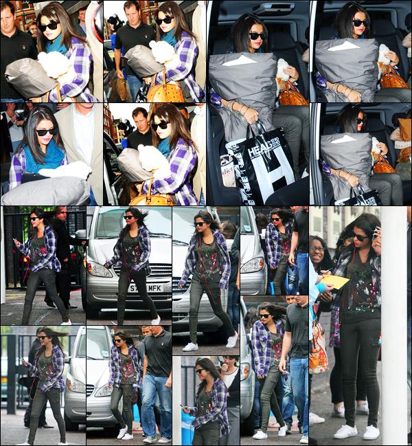 08.07.2011 ─ Selena Gomez a été photographiée alors qu'elle quittait son hôtel étant dans Londres en Angleterre.Un peu plus tard Selena a été photographiée alors qu'elle arrivait au studio ITV toujours à Londres. Concernant sa tenue, c'est un beau top pour moi !