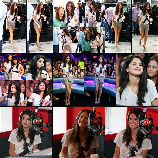 24.08.11 ─ Selena Gomez a été photographiée, alors, qu'elle arrivait à la radio Kiss 92.5 FM, se situant à Toronto.La belle s'est également rendu sur le plateau de New Music Live et également à la radio Z 103.5 toujours à Toronto... Concernant sa tenue, c'est top !