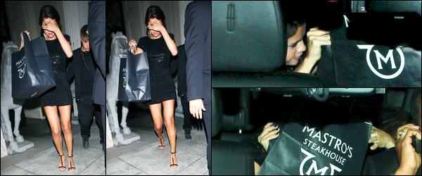 15.09.11 ─ Selena Gomez était présente lors de l'avant-première « Abduction » qui se déroulait dans Los Angeles.La belle était accompagnée de son chéri mais n'a pas posée sur le tapis avec lui... Plus tard, elle a été vue quittant le restaurant Mastro's Steakhouse.