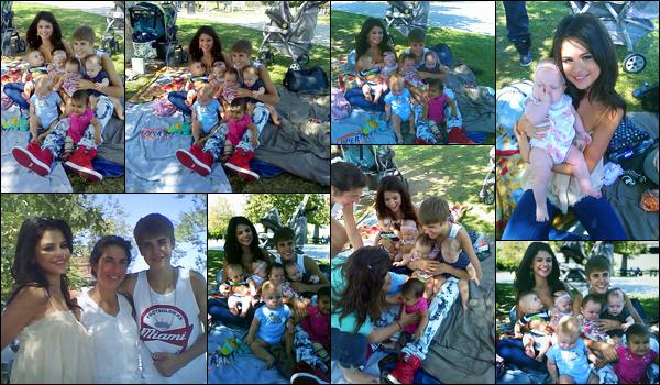 20.09.11 ─ Selena Gomez a été photographiée alors qu'elle s'amusait avec des bébés étant dans Los Angeles, CA.La belle brunette était en compagnie de son petit-ami, Justin Bieber. Les deux amoureux ont l'air heureux avec ces enfants. Un top pour Selena Gomez