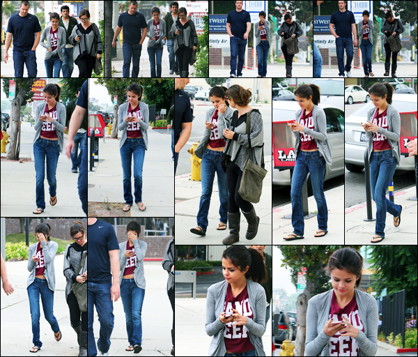24.09.11 ─ Selena Gomez a été photographiée alors qu'elle allait déjeunait avec ces parents dans Encino City, CA.C'est toujours avec sa famille, et ayant changer de tenue, que la belle S. a ensuite été photographiée au zoo. Concernant ces tenues, c'est des tops !