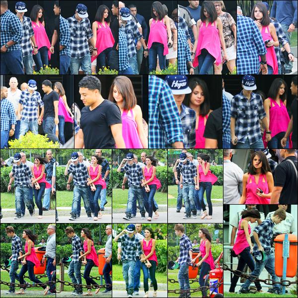 04.10.11 ─ Selena Gomez a été photographiée alors qu'elle quittait un restaurant, avec Justin dans Rio de Janeiro.La belle a ensuite été photographiée se dirigeant vers un hélicoptère toujours en compagnie de son petit-ami. Concernant sa tenue, c'est un beau top.