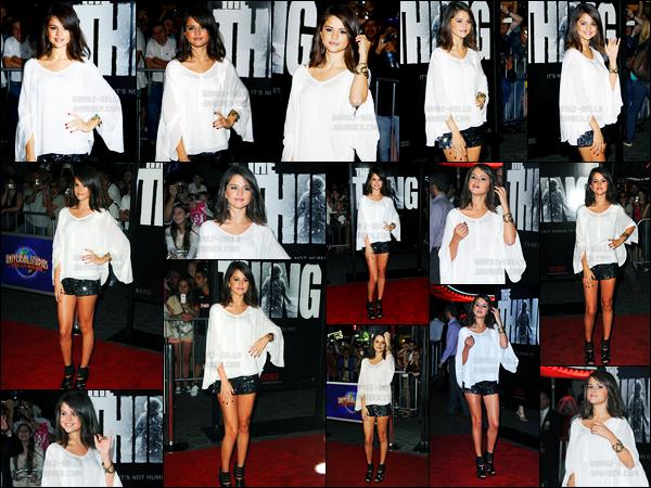 10.10.11 ─ Selena Gomez était présente lors de l'avant-première du film «The Thing» étant dans Los Angeles, CA.A peine revenue du Brézil la belle chanteuse se rend déjà sur le tapis rouge, cette fois, seule. Concernant sa tenue, j'aime beaucoup pour ma part, top