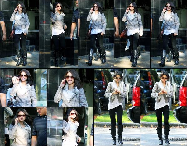 14.10.11 ─ Selena Gomez a été photographiée alors qu'elle quittait le salon « Blo Hair » étant dans Vancouver, CA.Selena a ensuite été photographiée alors qu'elle quittait le « Rogers Arena » dans Vancouver. Concernant sa tenue, c'est un top de ma part, vos avis ?