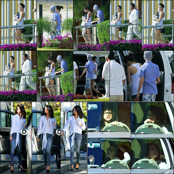 06.01.2012 ─ Selena Gomez a été photographiée, alors, qu'elle rejoignait une voiture avec Justin, étant, à Mexico.Trois jours auparavant, la belle Sel a été photographiée alors qu'elle était à une station service... Concernant ces tenues, c'est deux tops de ma part !
