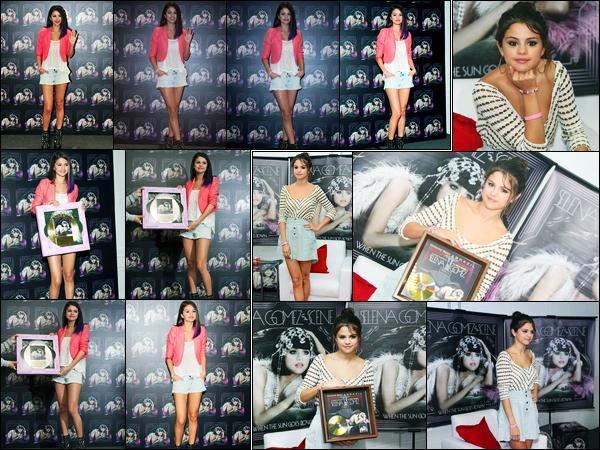 26.01.2012 ─ Selena Gomez était présente à une conférence de presse pour « We Own The Night » dans Mexico.Quelques jours après, la belle a de nouveau donner une conférence de presse cette fois-ci à Rio De Janeiro. Concernant ses tenues, c'est donc un top