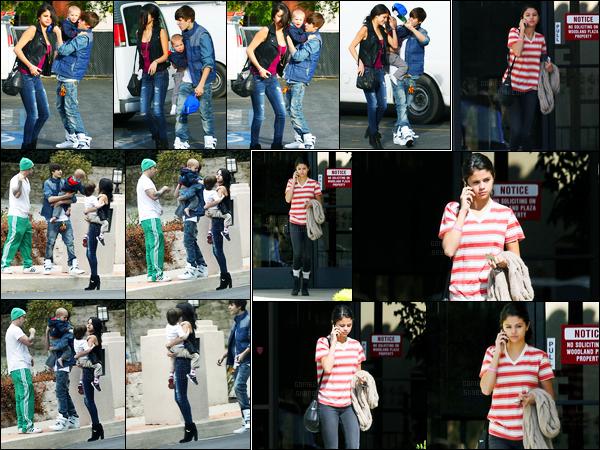 18.02.2012 ─ Selena Gomez a été photographiée, alors, qu'elle se  promenait, avec la famille à Justin dans Malibu.Plus tard, la belle a, cette fois, été photographiée se promenant dans Woodland Hills... Concernant ces tenues, j'ai une préférence pour la 1ere ! Top !