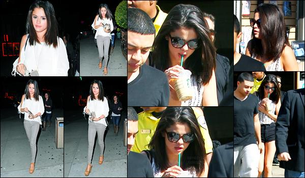 22.02.2012 ─ Selena Gomez a été photographiée alors qu'elle allait dîner, avec ces amies, étant, dans Hollywood.La belle Selly était accompagnée de son amie Ashley Cook. Le lendemain, elle a été photographiée avec Justin étant à Calabasas. Sa tenue est un top