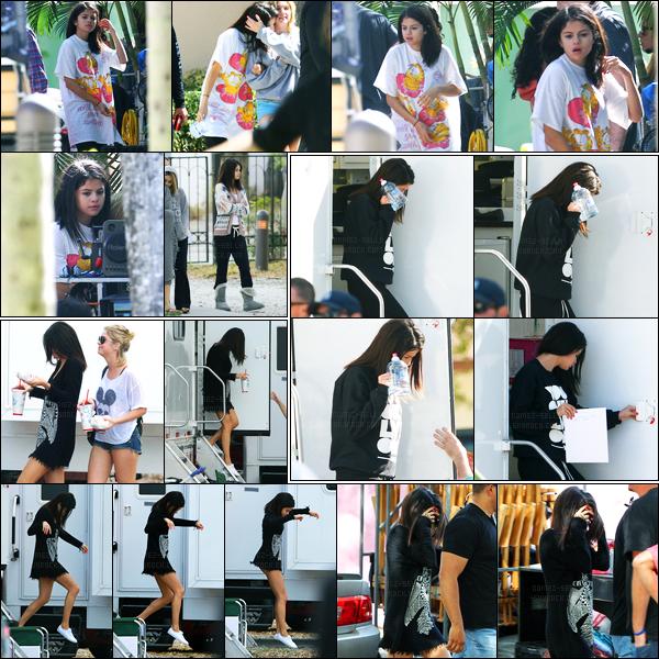 05.03.2012 ─ Selena Gomez a été photographiée, alors, qu'elle était sur le set de « Spring Breakers », en Floride.Après avoir fêter dignement l'anniversaire de son petit-ami, voilà que Selena G. est de retour sur le set de son nouveau film, pendant trois jours.. Top